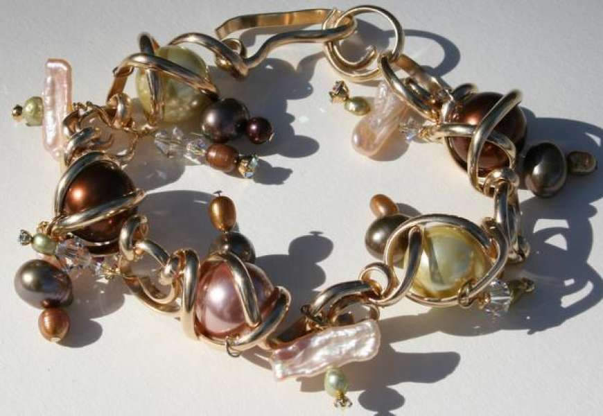 Twists and Turns bracelet with Swarovski and pearls